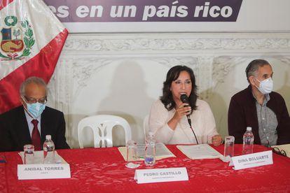 Rueda de prensa del equipo de Castillo, antes de que se presentara este martes en Lima.