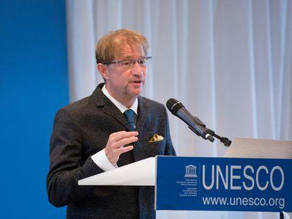 Andrés Roemer durante una conferencia de prensa de la UNESCO en 2017.