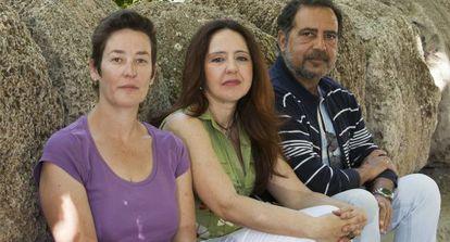 De izquierda a derecha, los médicos con contratos eventuales en el SAS Rocío Jiménez, Alicia Viglerio y José Miguel Braza.