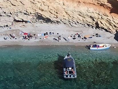 Una patera localizada en aguas de Cabrera el pasado junio.