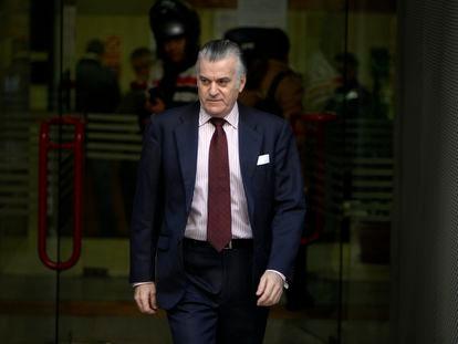 Luis Barcenas, el extesorero del PP, saliendo de la Audiencia Nacional.