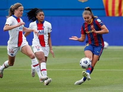 Martens marca su primer gol ante el PSG en el Johan Cruyff.