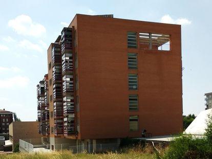 Bloque de viviendas sociales en Getafe (Madrid), la semana pasada.