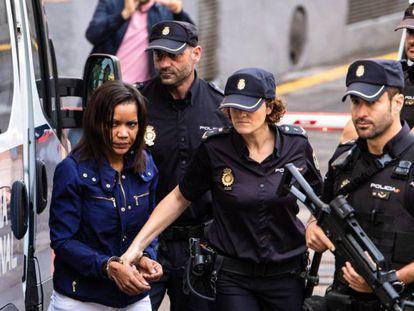 Ana Julia Quezada a su llegada a la Audiencia Provincial de Almería. En vídeo, los peritos declaran que encontraron sangre de Gabriel en la ropa interior del niño, el coche de Ana Julia y en la vivienda.