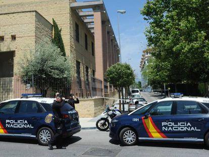 La policía investiga en el lugar donde un hombre fue tiroteado el sábado en Marbella.