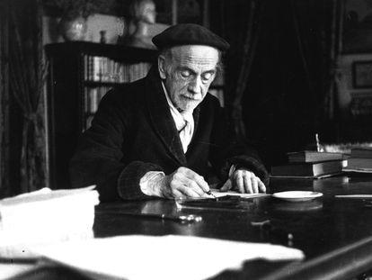 LITERATURA - PÍO BAROJA: Madrid, 12-11-1946.- El escritor Pío Baroja trabaja en su despacho. EFE/Archivo Fiel/ct