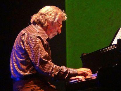 Francesc Burrull al piano en 2013.