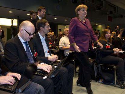 Merkel, a su llegada al encuentro con la prensa extranjera en Alemania.