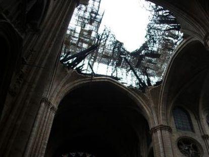 Los testigos reconstruyen las nueve horas cruciales que hicieron temer por la destrucción total del templo