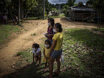 Habitantes de la comunidad Bela Vista do Jaraqui, en la zona rural de Manaos, Amazonas (Brasil).