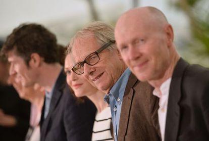 Ken Loach y, en primer término, el guionista Paul Laverty en la presentación en Cannes de 'Jimmy' s Hall'.