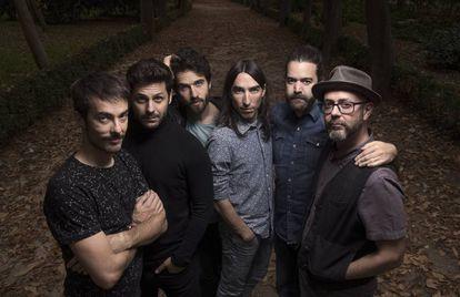 El grupo Vetusta Morla en el parque del Retiro, en Madrid.