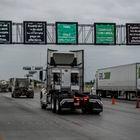 Trailers y camiones arriban al puente fronterizo III en Nuevo Laredo, Tamaulipas, MŽxico. el d'a 15 de abril de 2020. La ciudad de Nuevo Laredo tiene hasta el momento 9 casos positivos de COVID-19. Sin embargo, la ciudad hermana de Laredo, Texas tiene m‡s de 200 casos. Ambas ciudades mantienen constante comunicaci—n, con el comercio semi detenido, esperando que la contingencia pase a finales del mes de mayo y volver a poder abrir la frontera a todo tipo de actividades.