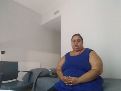 Yanet Moreno en la habitación que le proporcionó el Samur Social.
