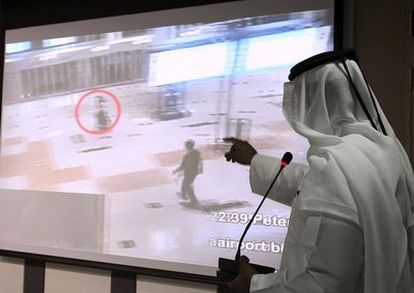 Un vídeo presentado hoy en Dubai muestra a algunos sospechosos del asesinato de Mahmud Abdel Rauf al Mabhuh, uno de los líderes de Hamás