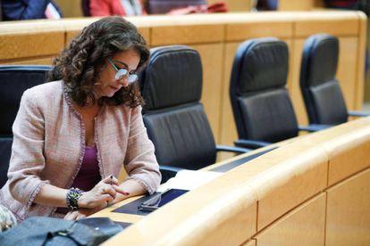 La ministra de Hacienda, María Jesús Montero, durante el debate en el Senado.