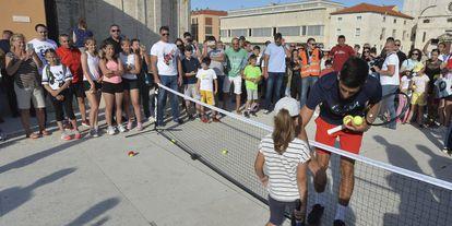 Djokovic, durante una exhibición en Zadar, la semana pasada. / ZVONKO KUCELIN (AP)