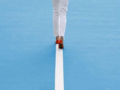 Los ejercicios básicos de los entrenadores para que camines tan derecho como quería tu madre
