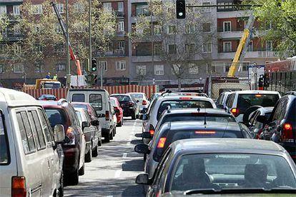 Retenciones de tráfico en la glorieta de Embajadores esta misma semana.