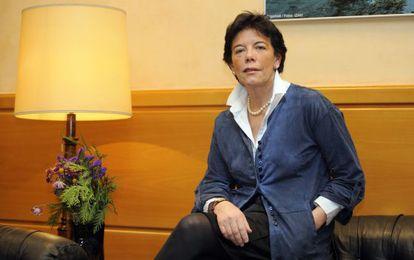 Isabel Celaá, antes de la entrevista en la sede de su deapartamento en Vitoria.