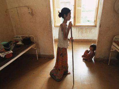 Una paciente mayor con VIH en un hospital de Camboya.