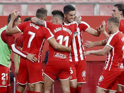 Los jugadores del Girona celebran este jueves el gol de Stuani ante el Almería en Montilivi.