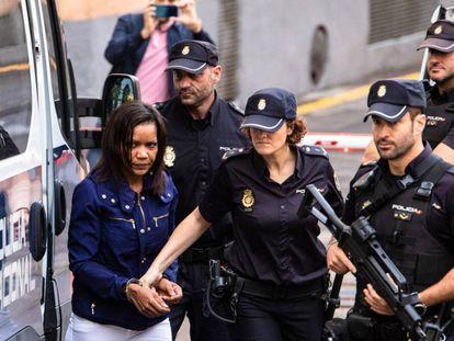 Ana Julia Quezada, a su llegada a la Audiencia Provincial de Almería durante el juicio.