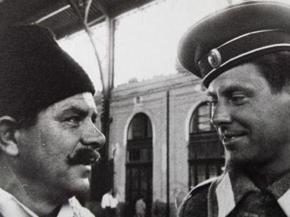 Bonifacio Saavedra, a la derecha, durante la filmación en Madrid en 1965.