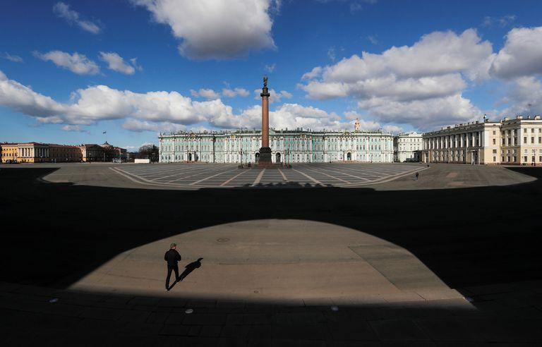 Una vista del centro de San Petersburgo, una de las muchas ciudades del mundo cerradas por la pandemia de coronavirus.