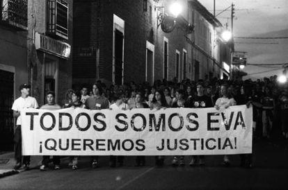 Manifestación en recuerdo de la joven Eva Blanco a la que asistieron más de 2. 000 personas en abril de 1998.