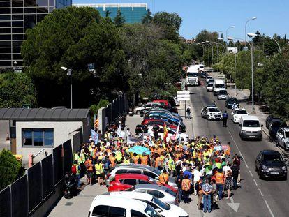 Protesta de los examinadores de tráfico ante la sede de la Dirección General de Tráfico en Madrid.