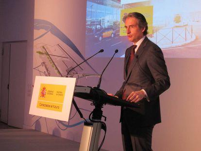 El ministro de Fomento, Íñigo de la Serna, este lunes, en la presentación de los proyectos para Barcelona.