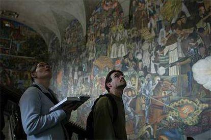 Catai estrena un catálogo dedicado  a México, con la capital (en la foto, mural de Diego  Rivera en el Palacio Nacional) y las ciudades coloniales como reclamo principal.
