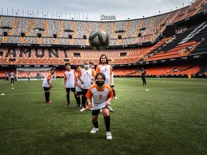La Fundación del Valencia CF clausura una nueva edición de una iniciativa dirigida a escolares de primaria y secundaria en riesgo de exclusión social.