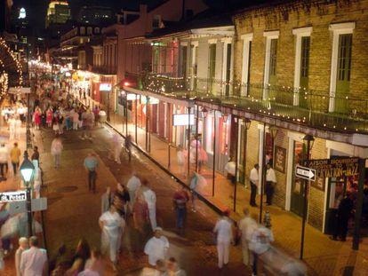 Una de las calles principales del barrio francés de Nueva Orleans.