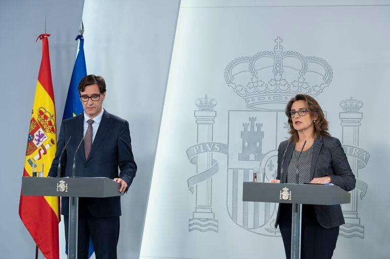 El ministro de Sanidad, Salvador Illa y la vicepresidenta cuarta del Gobierno, Teresa Ribera, el domingo en La Moncloa.