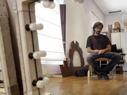 Fernando León, en la sala de su productora donde ensaya con los actores principales de <i>Amador.</i>