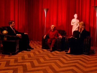 El agente Cooper con Laura Palmer y el enano del cuarto rojo.
