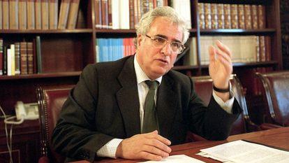 Enrique Múgica, durante una entrevista en Madrid en 2001.