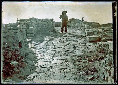 Excavación de la acrópolis de la ciudad de Azaila  hacia 1941.