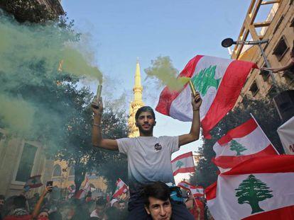 Manifestantes libaneses, este lunes en Beirut.