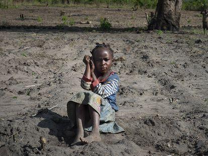 Sara Antonio, hija de Idalina Lázaro, beneficiaria del proyecto 'Programa de desarrollo Socio Económico del Corredor Niassa - Cabo Delgado', de MUNDUKIDE Fundazioa,