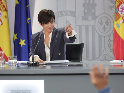 La ministra portavoz, Isabel Rodríguez, interviene en la rueda de prensa tras la reunión del Consejo de Ministros este lunes en La Moncloa.