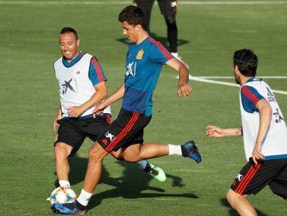Cazorla, Rodri y Parejo, en el entrenamiento de la selección española.