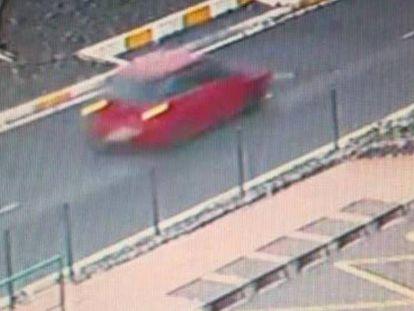 Imágenes captadas por cámaras de seguridad del coche tras el atropello mortal de un menor en Tenerife.