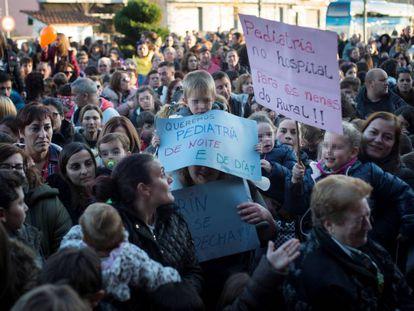 Manifestación en diciembre contra el cierre del paritorio de Verín. En vídeo, declaraciones del secretario general del PSG-PSOE, Gonzalo Caballero.