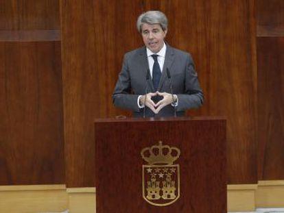 El PP con el apoyo de Ciudadanos logra la investidura del nuevo presidente regional. PSOE y Podemos votan en contra