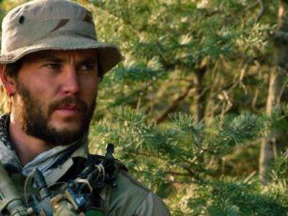 Taylor Kitsch en un fotograma de 'El único superviviente'.