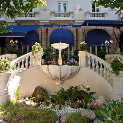 Entrada de la terraza del Ritz de Madrid
