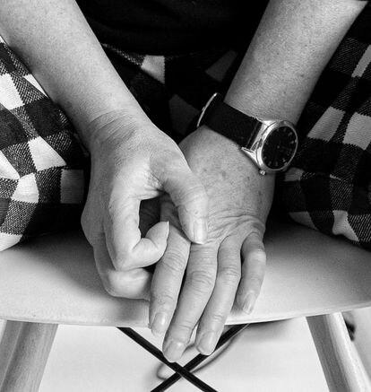 Irene Escribano sufre una lesión irreversible en el dedo corazón de la mano derecha.